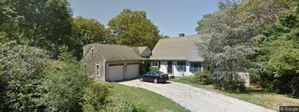 Harwich, Waterfront Quiet Cape Cod vacation rental - Charming lakefront home