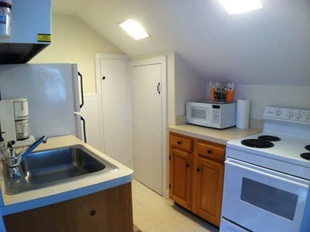 Harwich, Waterfront Quiet Cape Cod vacation rental - Inlaw kitchen