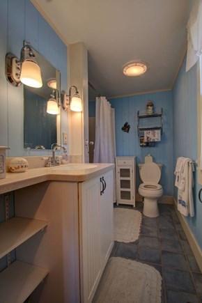 Hyannisport Cape Cod vacation rental - Bathroom