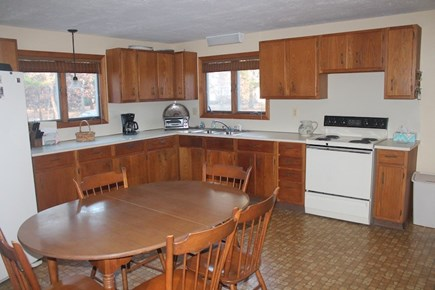 Eastham, 3961 - Thumpertown Cape Cod vacation rental - Kitchen