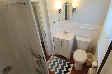 Truro Cape Cod vacation rental - Bathroom on First Floor Between 2 Bedrooms with Tub & Shower