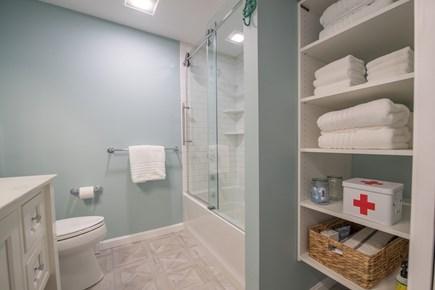 Cotuit Cotuit vacation rental - Guest Bathroom - Shower Over Tub