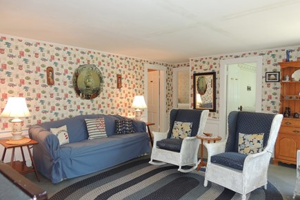 Harwich, Campground Cape Cod vacation rental - Comfortable living room