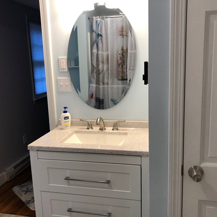 Bayside in East Dennis Cape Cod vacation rental - Main bathroom sink