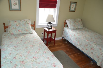 Quivet Neck, East Dennis Cape Cod vacation rental - 2 twin beds
