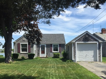 Bourne, Gray Gables Cape Cod vacation rental - Front of the house with nice level yard
