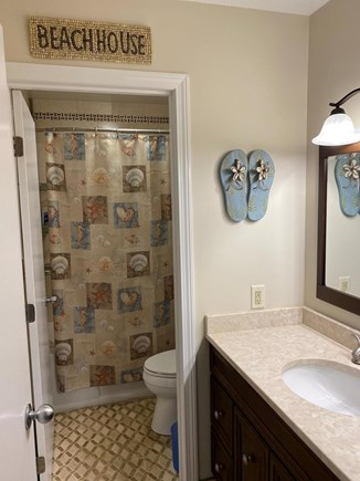 Brewster Cape Cod vacation rental - Second floor full bathroom