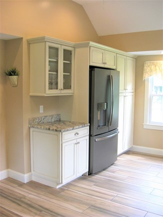 Bourne, Gray Gables Cape Cod vacation rental - Filtered water and icemaker