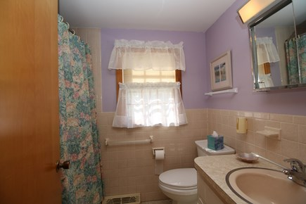 Dennis Port Cape Cod vacation rental - Full bathroom
