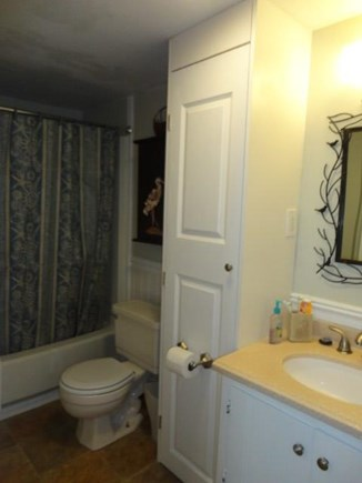 Hyannis Cape Cod vacation rental - Full bathroom