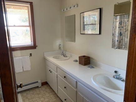 Chatham Cape Cod vacation rental - Full bathroom