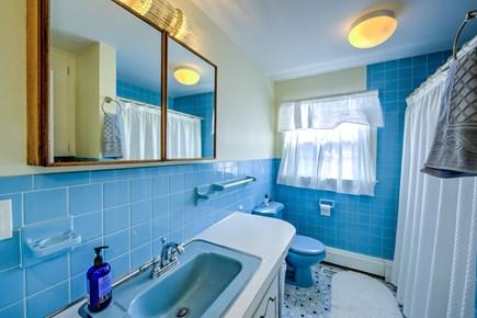 Sandwich, Sagamore Beach Cape Cod vacation rental - Full Bath on main level