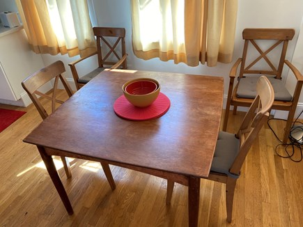 Provincetown, Near the center Cape Cod vacation rental - Dining table
