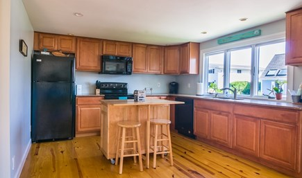 Sandwich Cape Cod vacation rental - Fully equipped Kitchen with bartop island