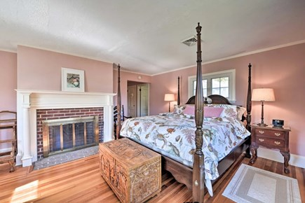 Hyannisport Cape Cod vacation rental - Master bedroom  - King bed