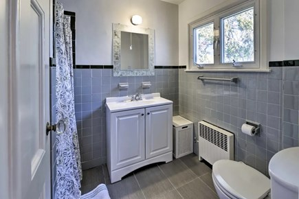 Hyannisport Cape Cod vacation rental - Master bathroom