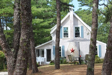 Wellfleet Cape Cod vacation rental - Bountiful Cottage's  front yard w/ patio table & chairs