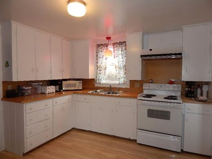 Provincetown, Center of Town Cape Cod vacation rental - Kitchen.