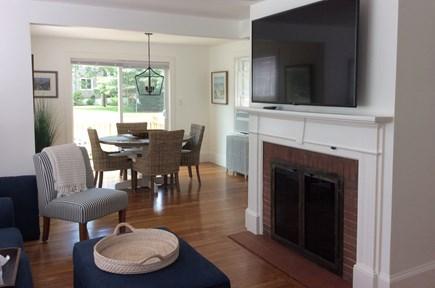 Pocasset, Wenaumet Bluffs Pocasset vacation rental - Living room