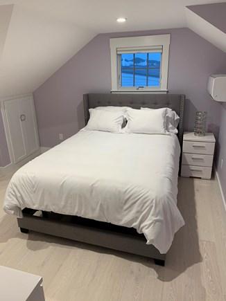 Centerville, Barnstable Centerville vacation rental - Upstairs Bedroom 1st Queen- Zero Gravity Bed
