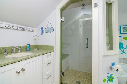 Chatham Cape Cod vacation rental - Full bathroom off queen bedroom.