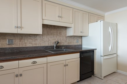 Harwich, Oceanfront Condo Cape Cod vacation rental - Fully equipped Kitchen
