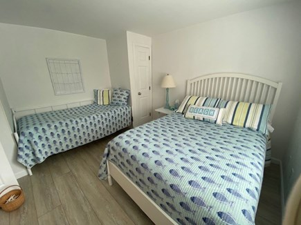 New Seabury, Pool Villa at the Mews Cape Cod vacation rental - Second bedroom with double and cozy daybed