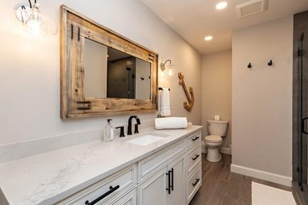 Dennis Village-Mayflower Beach Cape Cod vacation rental - Private full bath off king bedroom