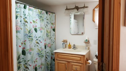 Dennisport Cape Cod vacation rental - Full Bathroom