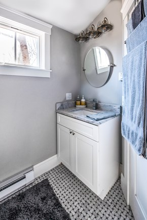 Provincetown, Cod Hollow Cape Cod vacation rental - Full bathroom second floor off of bedroom.