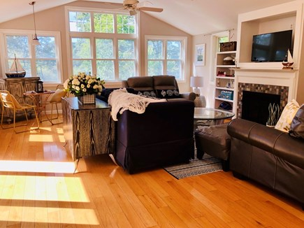 Hyannis, Beach Haven Cottage Cape Cod vacation rental - Living room