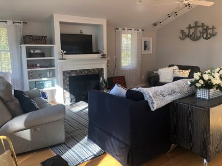 Hyannis, Beach Haven Cottage Cape Cod vacation rental - Spacious living room