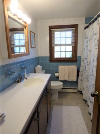 Yarmouthport Cape Cod vacation rental - 2nd floor full bath