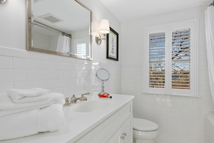 Chatham Cape Cod vacation rental - 2nd floor full bathroom with tub/shower combo