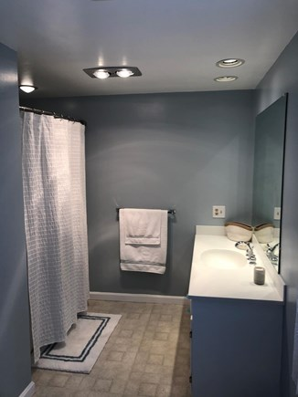 Cotuit Cape Cod vacation rental - Master Bath (tub/shower) (1st fl)