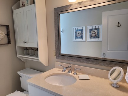 West Hyannis Port Cape Cod vacation rental - Full bathroom