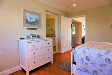 Dennis, The Beachside Condo Cape Cod vacation rental - Bedroom