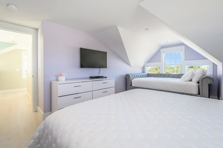 Centerville, Craigville Beach Road Cape Cod vacation rental - Queen Bed with queen daybed and smart tv with cable.