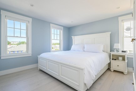Centerville, Craigville Beach Road Cape Cod vacation rental - King bed.