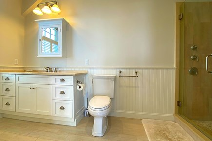 Paradise on Popponesset Cape Cod vacation rental - Bathroom for Main Bedroom