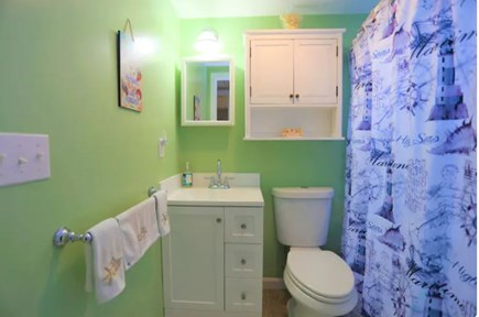 Bourne, Pocasset Cape Cod vacation rental - Bathroom