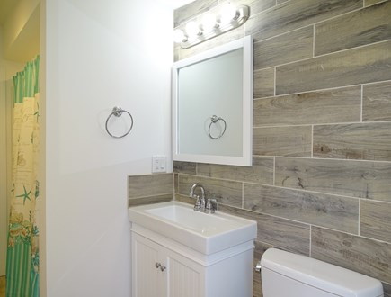 Eastham Cape Cod vacation rental - Upstairs full bath with tub