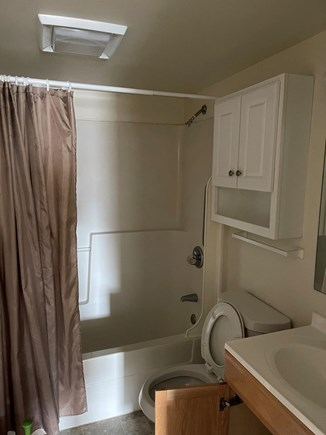 Dennis Cape Cod vacation rental - Wash the salt water off before heading out to dinner.