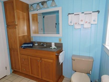 Chatham, Near Cockle Cove Beach Cape Cod vacation rental - Bathroom