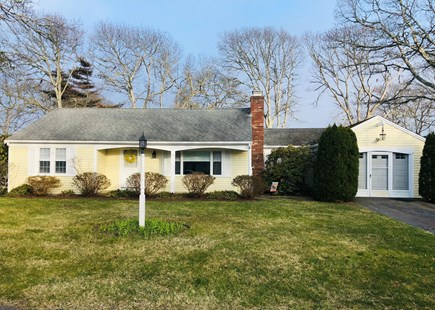 West Yarmouth Cape Cod vacation rental - Front lawn/driveway