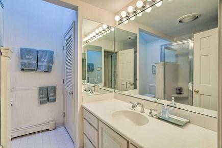 Orleans Cape Cod vacation rental - Main bathroom