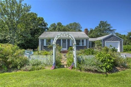 Yarmouth Port Cape Cod vacation rental - Vintage cottage and garden charm