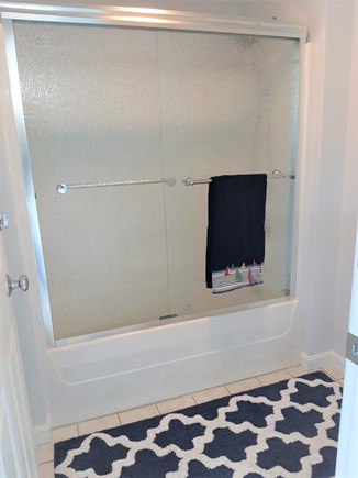 Barnstable, HYANNIS Cape Cod vacation rental - Tub shower