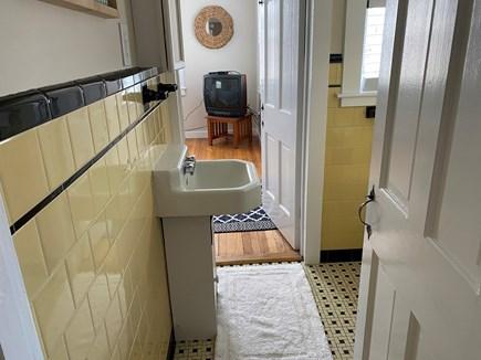 Barnstable, Centerville Cape Cod vacation rental - Bathroom 2.