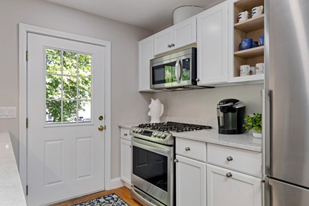 East Orleans Cape Cod vacation rental - Dual fuel range. Gas cooktop with electric stove